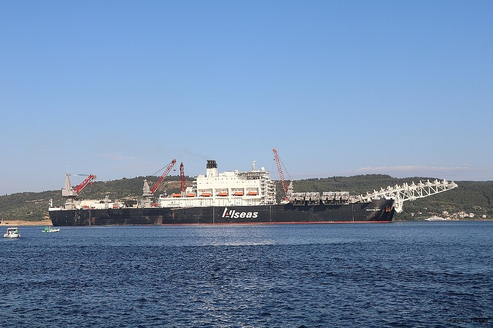 2018/06/giant-ship-pioneeriing-spirit-passed-through-the-strait-of-dardanelles-20180619AW42-10.jpg