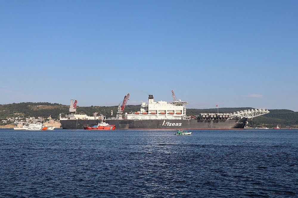2018/06/giant-ship-pioneeriing-spirit-passed-through-the-strait-of-dardanelles-20180619AW42-11.jpg