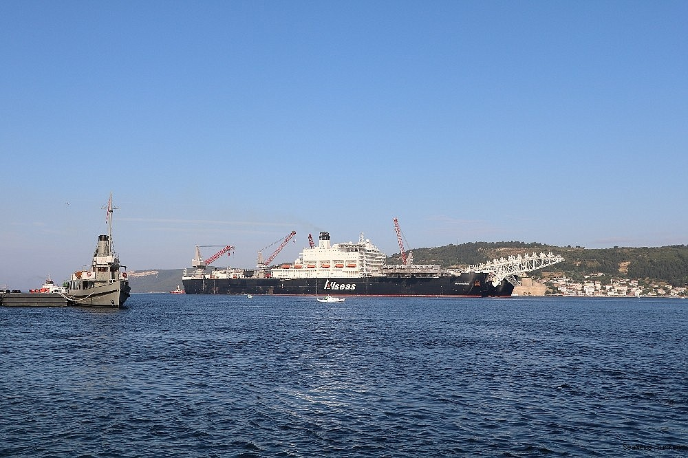 2018/06/giant-ship-pioneeriing-spirit-passed-through-the-strait-of-dardanelles-20180619AW42-2.jpg