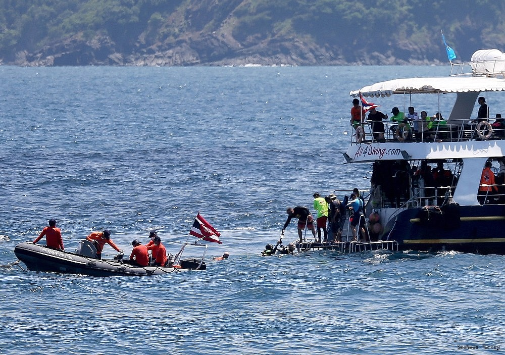 2018/07/41-lost-lives-in-boat-disaster-in-thailands-phuket-island-20180707AW43-1.jpg