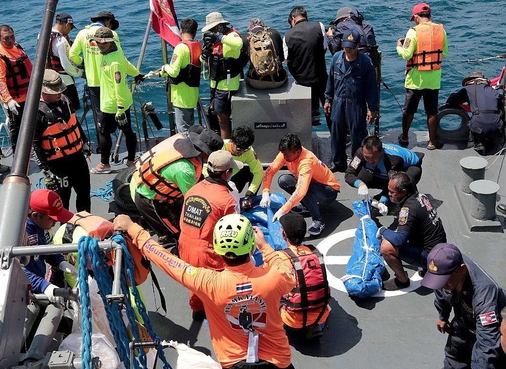2018/07/41-lost-lives-in-boat-disaster-in-thailands-phuket-island-20180707AW43-3.jpg