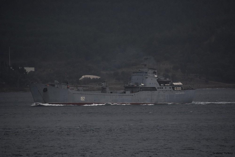 2018/09/russian-naval-vessel-passed-through-dardanelles--20180930AW50-2.jpg