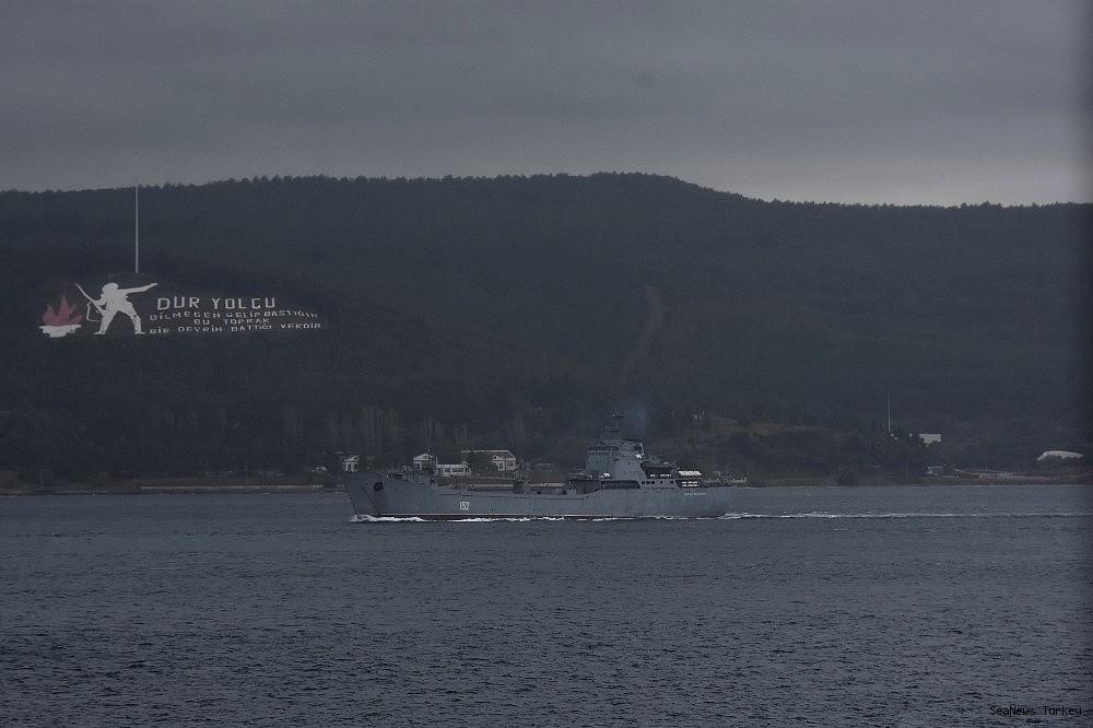 2018/09/russian-naval-vessel-passed-through-dardanelles--20180930AW50-3.jpg