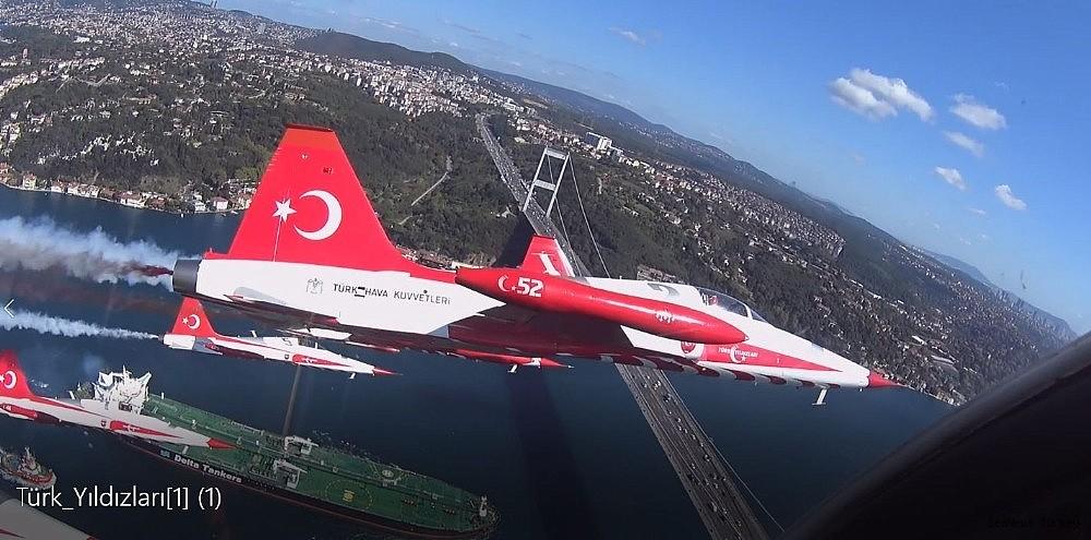 2018/09/wonderful-bosporus-photos-from-the-cockpit-of-turkish-stars-20180921AW49-3.jpg