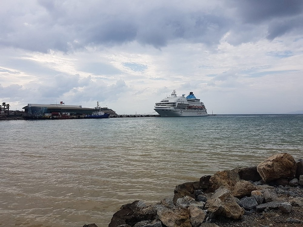2018/10/cruiser-louis-cristal-moored-at-kusadasi-as-risk-of-tropic-storm-fades-20180930AW50-7.jpg