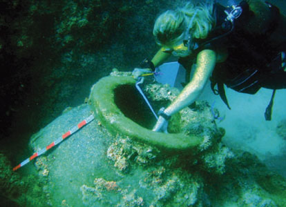 An archaeology expert asks authorities to strictly enforcing new laws on protecting underwater culture heritage.