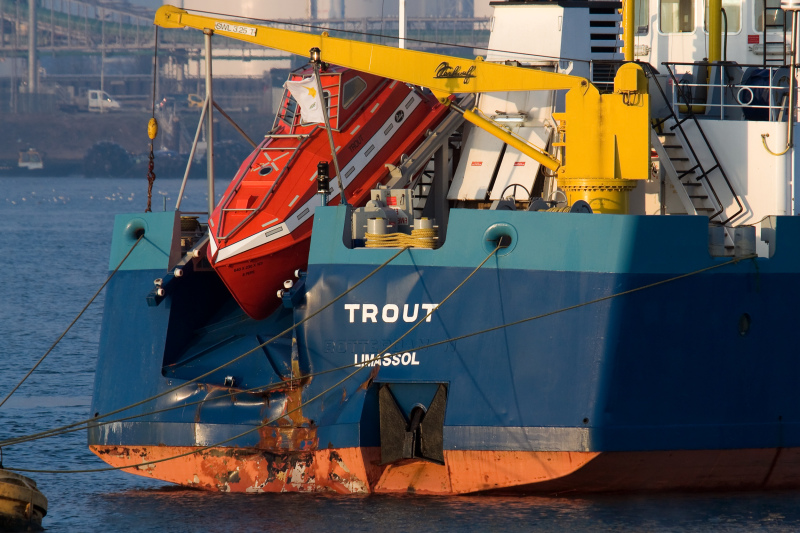 The damage at the stern of Trout seems that that accident was an overrunning.