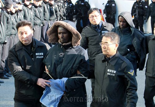 Somali pirates are taken to a regional headquarters of the Korea Coast Guard in Busan on Sunday. (Lee Sang-sup/The Korea Herald)