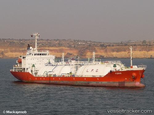 LPG Tanker 'York' rescues the sinking Rak Africana casualties