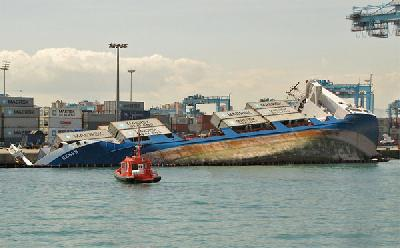 Container ship Deneb capsized at Mersk terminal