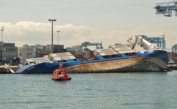 Deneb capsized (Photo Courtesy of fotodesbarcos.org)