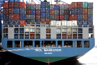 6,700-TEU MOL Maneuver collides with 3,800-TEU Zhen H near Hong Kong