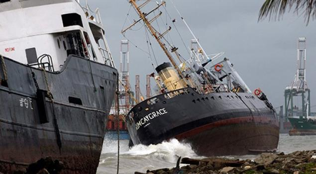 Six ships washed ashore by strong winds at Colon, Panama