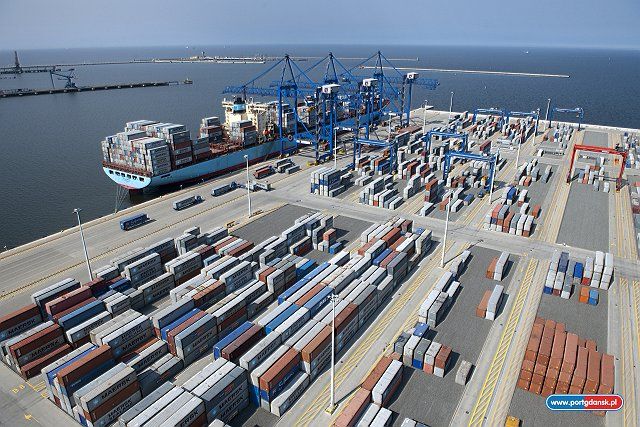 DCT Gdansk handles record volume of 1.3 million TEU in 2106