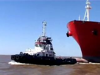 Tug and boat stoppage on River Plate upstream from BA, Montevideo