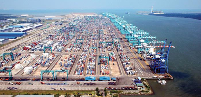 PTP docks tallest ship-to-shore quay cranes in Southeast Asia