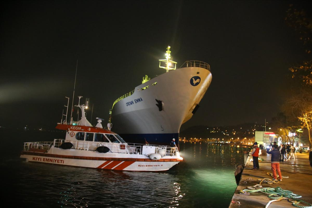 "Reefer ""Crown Emma"" went aground in the Bosphorus"