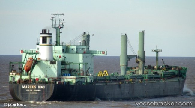 Bulkcarrier under suspicion of oil loss