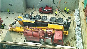 Crane crashed into cargo hold