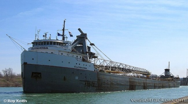 Bulkcarrier damaged by ice