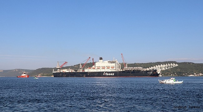 "Giant ship ""Pioneeriing Spirit"" passed through the Strait of Dardanelles"