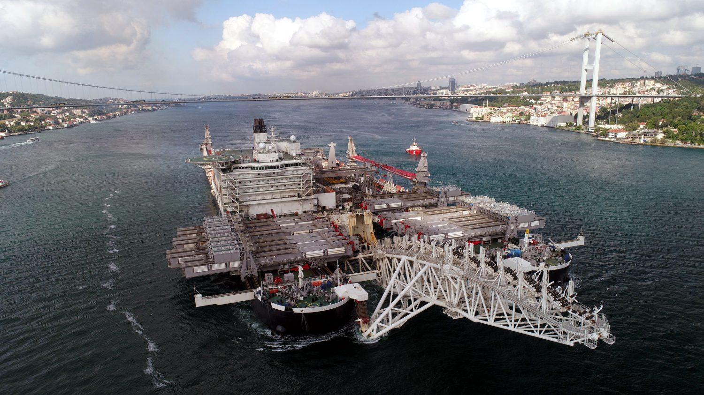 The world's largest construction vessel Pioneering Spirit passes through Bosporus