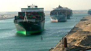 5 ships in collision: Suez Canal chaos
