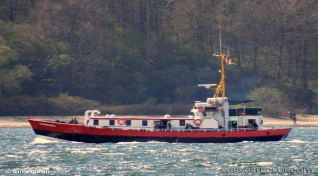Former fiishing vessel grounded in Wischhafen