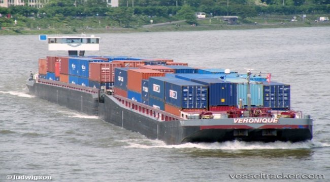 Pusher unit ran aground in Colonia