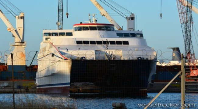 Ferry grounded in Gavrio