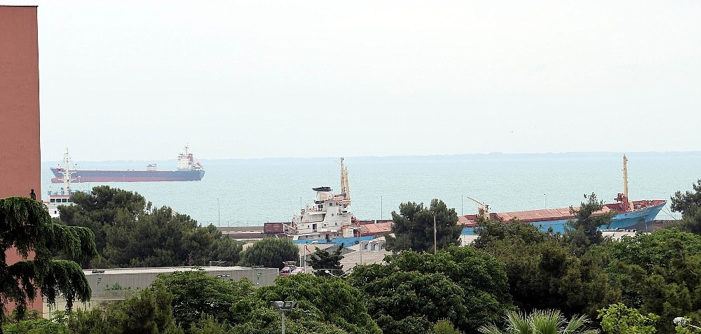 2018/05/the-grounded-ship-in-samsun-port-waiting-court-decision-20180530AW40-2.jpg