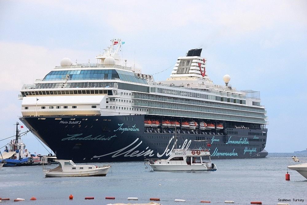 2018/06/cruise-ship-mein-schiff-2-at-bodrum-turkey-20180627AW42-6.jpg
