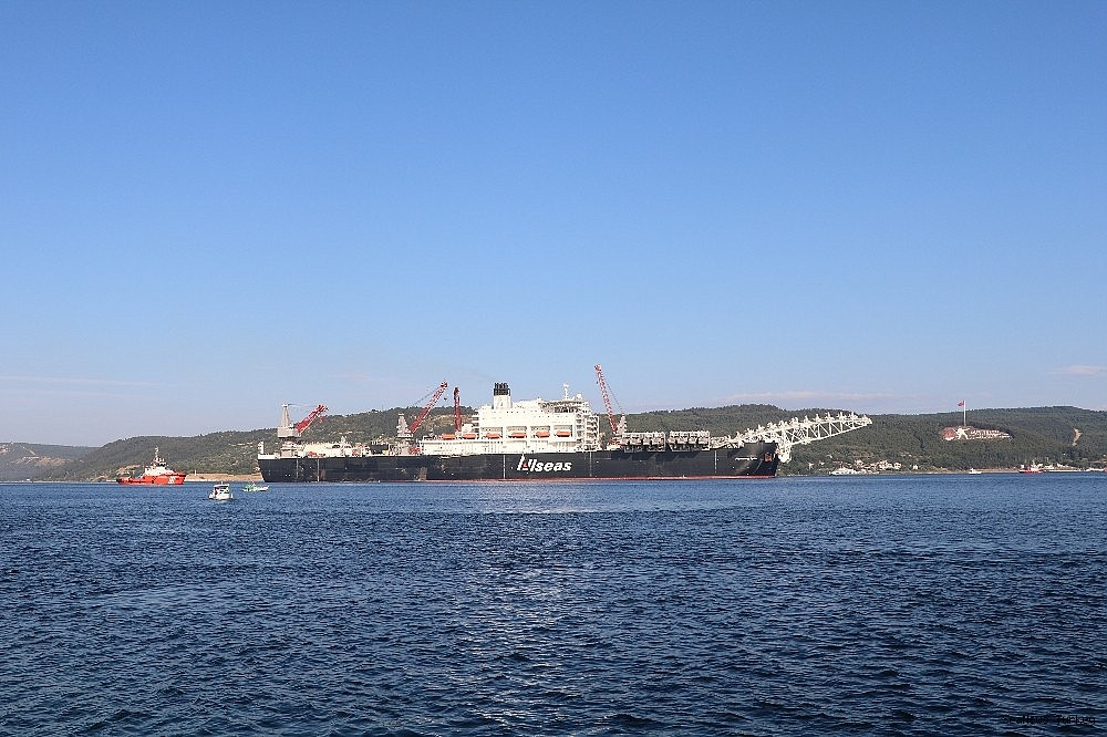 2018/06/giant-ship-pioneeriing-spirit-passed-through-the-strait-of-dardanelles-20180619AW42-9.jpg