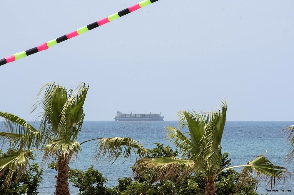 2018/06/italy-permits-alexander-maersk-to-enter-to-port-with-refugees-20180626AW42-1.jpg