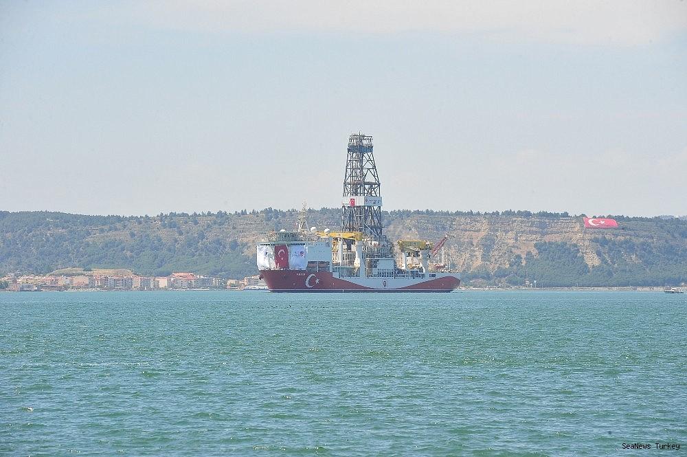 2018/06/turkeys-first-active-drilling-ship-fatih-on-her-way-to-mediterranean-20180601AW40-10.jpg