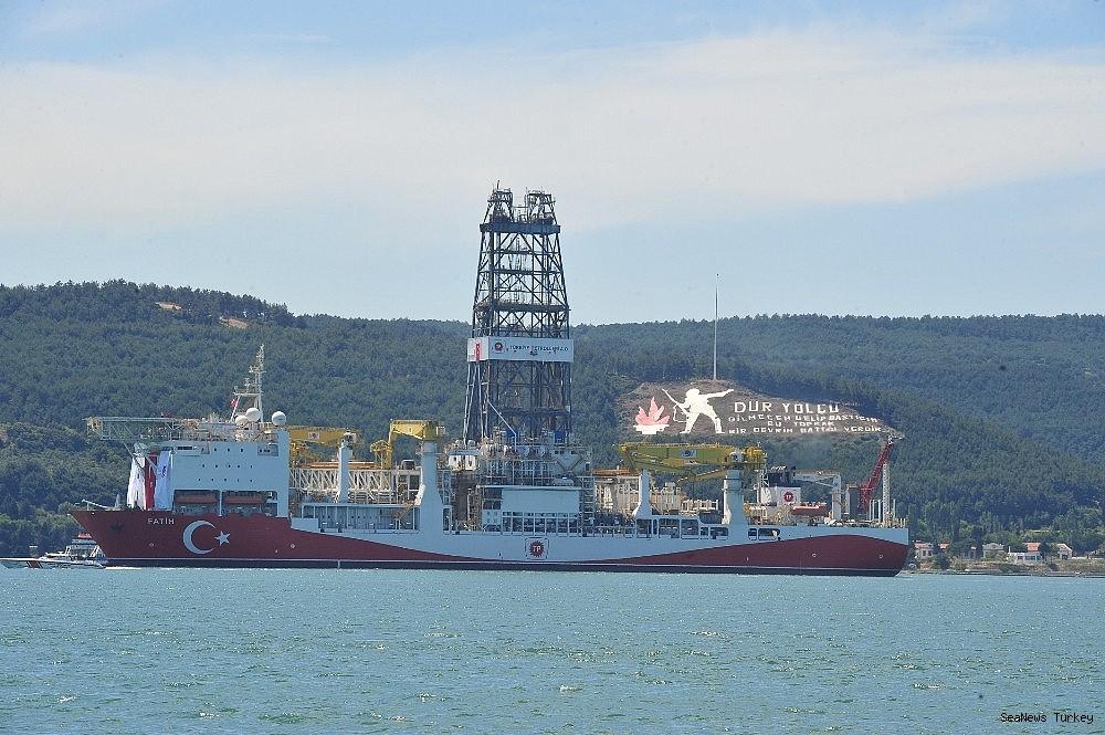 2018/06/turkeys-first-active-drilling-ship-fatih-on-her-way-to-mediterranean-20180601AW40-2.jpg