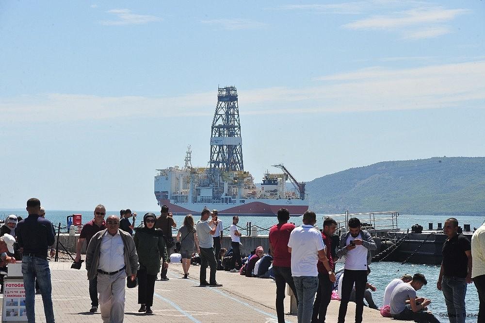 2018/06/turkeys-first-active-drilling-ship-fatih-on-her-way-to-mediterranean-20180601AW40-6.jpg
