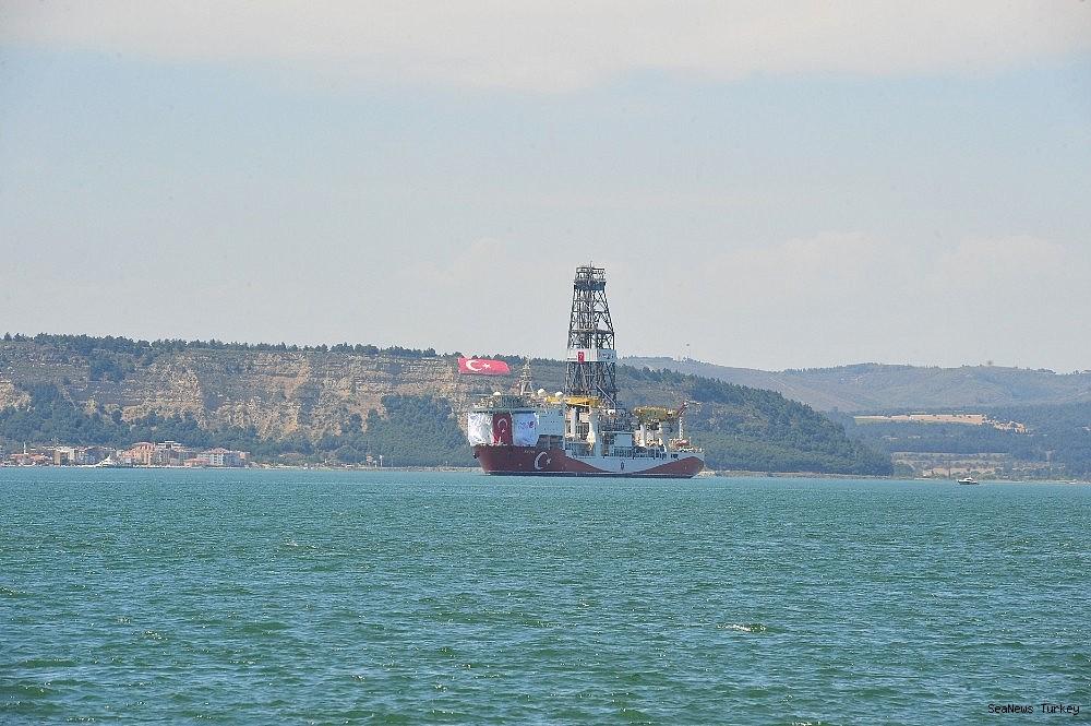 2018/06/turkeys-first-active-drilling-ship-fatih-on-her-way-to-mediterranean-20180601AW40-9.jpg