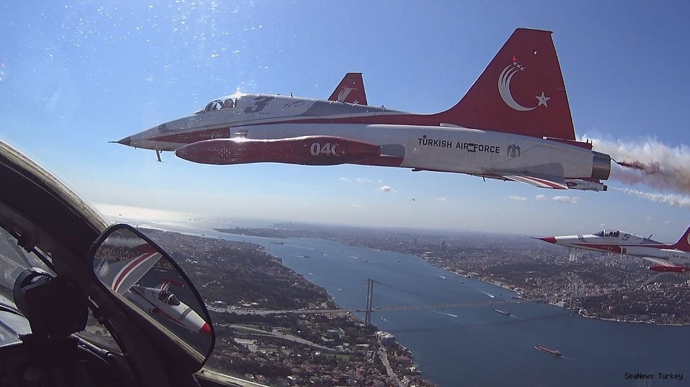 2018/09/wonderful-bosporus-photos-from-the-cockpit-of-turkish-stars-20180921AW49-1.jpg