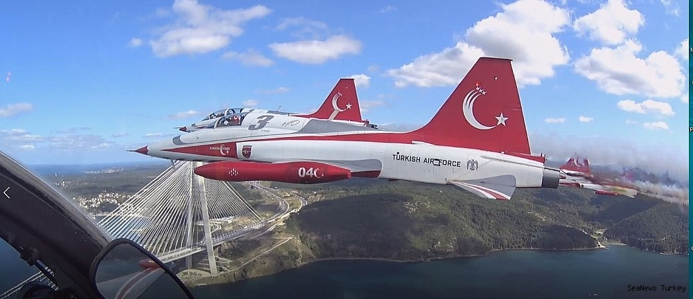 2018/09/wonderful-bosporus-photos-from-the-cockpit-of-turkish-stars-20180921AW49-2.jpg