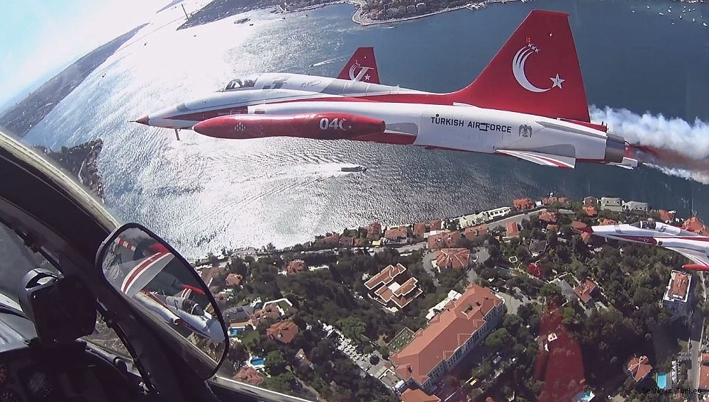 2018/09/wonderful-bosporus-photos-from-the-cockpit-of-turkish-stars-20180921AW49-4.jpg