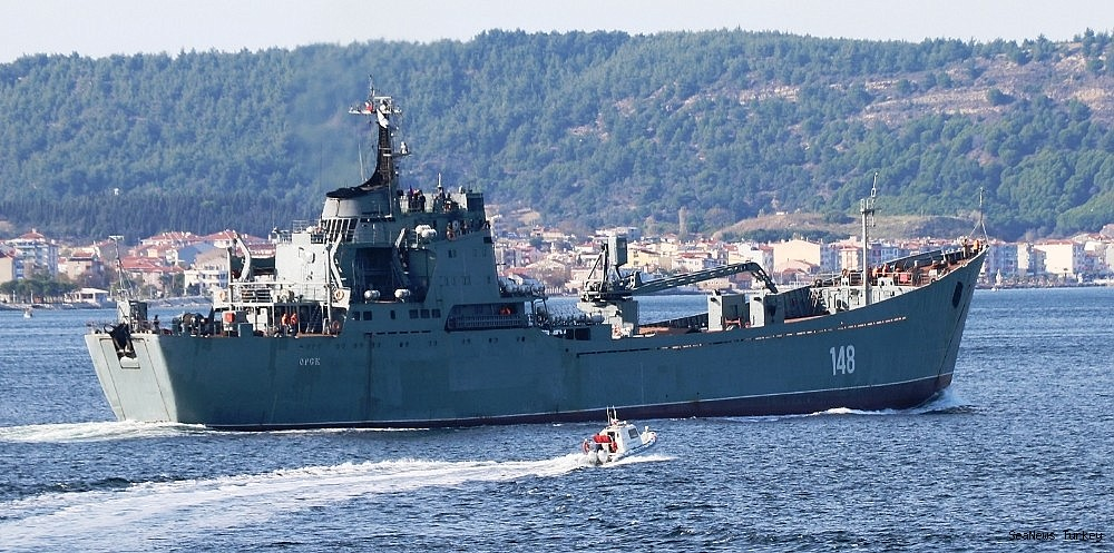 2018/10/russian-warship-orsk-passed-through-dardanelles-20181029AW53-1.jpg
