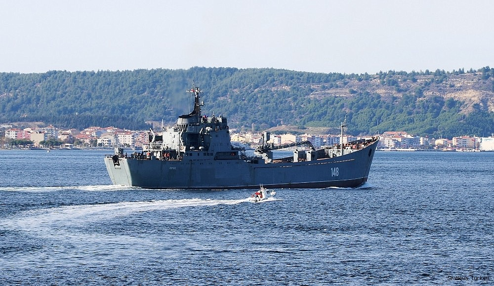 2018/10/russian-warship-orsk-passed-through-dardanelles-20181029AW53-2.jpg