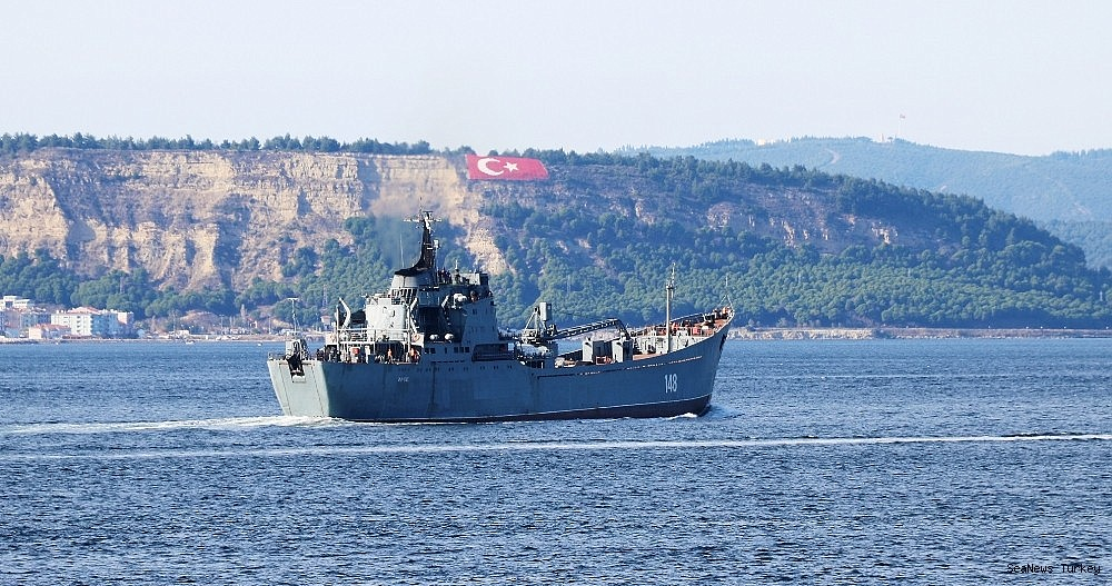 2018/10/russian-warship-orsk-passed-through-dardanelles-20181029AW53-3.jpg