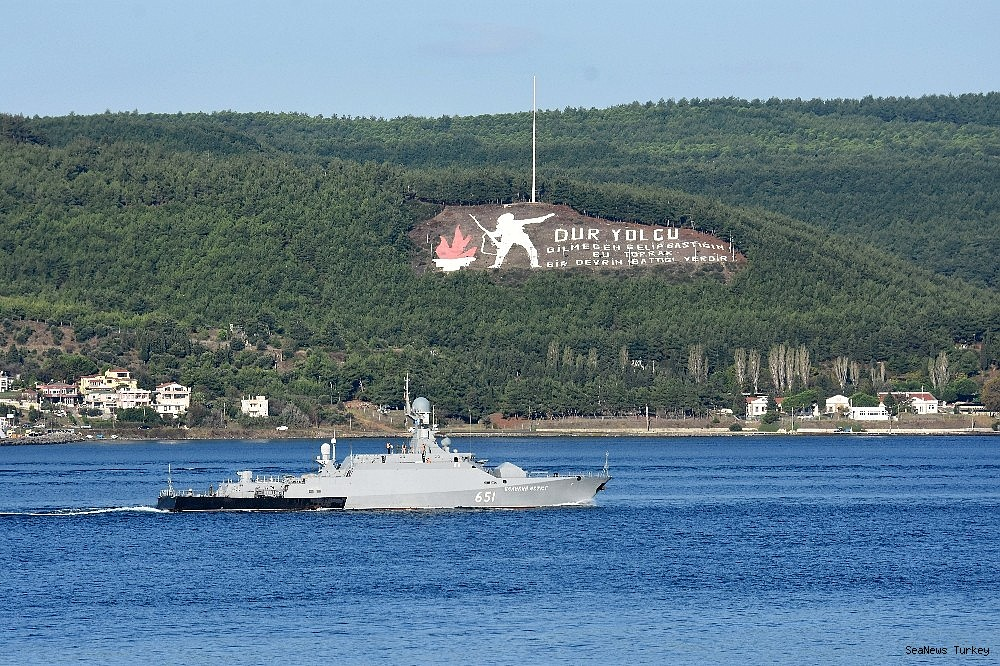 2018/10/russian-warships-passed-through-dardanelles-strait-20181002AW50-1.jpg