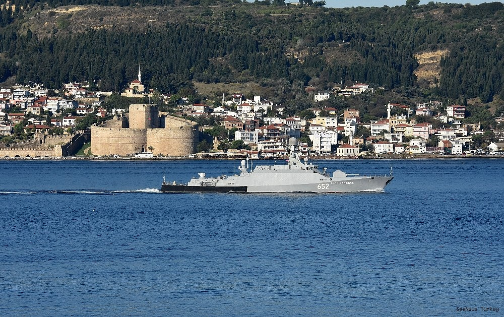 2018/10/russian-warships-passed-through-dardanelles-strait-20181002AW50-2.jpg