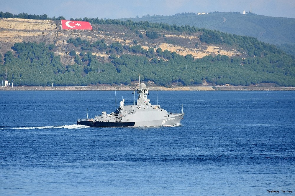 2018/10/russian-warships-passed-through-dardanelles-strait-20181002AW50-4.jpg