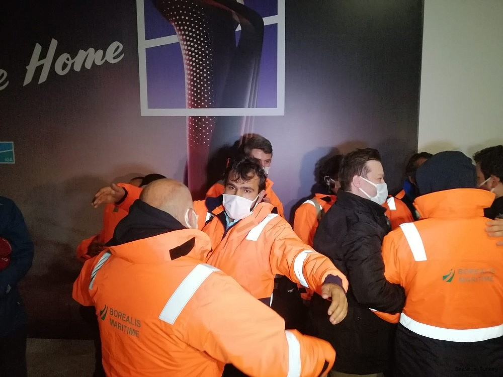 2021/02/15-turkish-sailors-of-mv-mozart-rescued-from-pirates-returned-home-20210214AW24-5.jpg