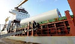 Freighter lost deck cargo and returned to port, Biscay