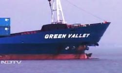 Two boxships collided on Hoogly river, India